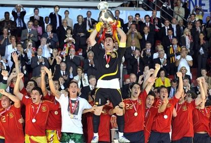 Raúl Gonzalez Blanco. Espana-campeon-euro2008-41728