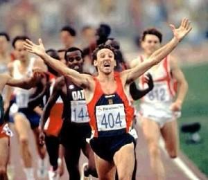 Cacho celebra su medalla en Barcelona 92