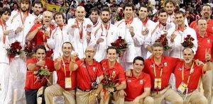 España recogiendo su medalla de plata en Pekin 08'