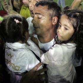 Romario con sus hijas